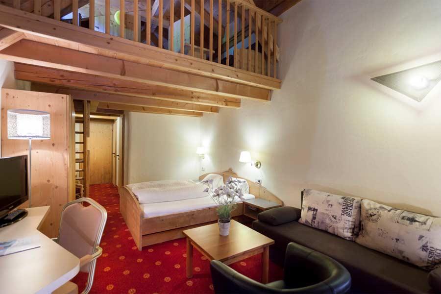 Ein Familienzimmer mit 2. Ebene im SCOL Sporthotel Grossglockner