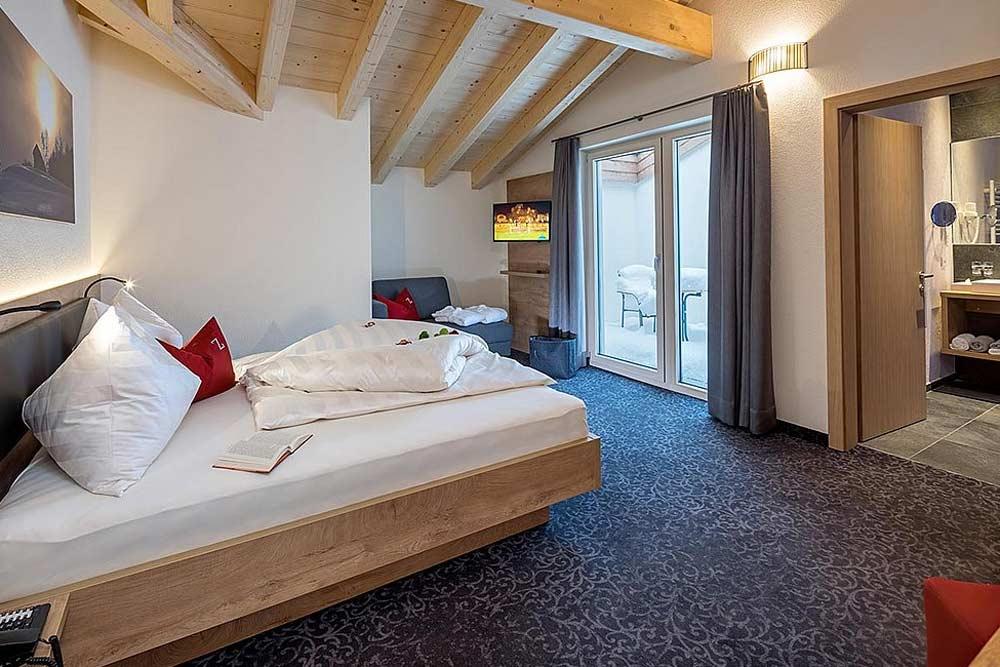 Ein Doppelzimmer im Zwingerhof in Ladis