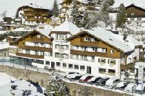 Aussenansicht vom Hotel Interski in St. Christina im Winter