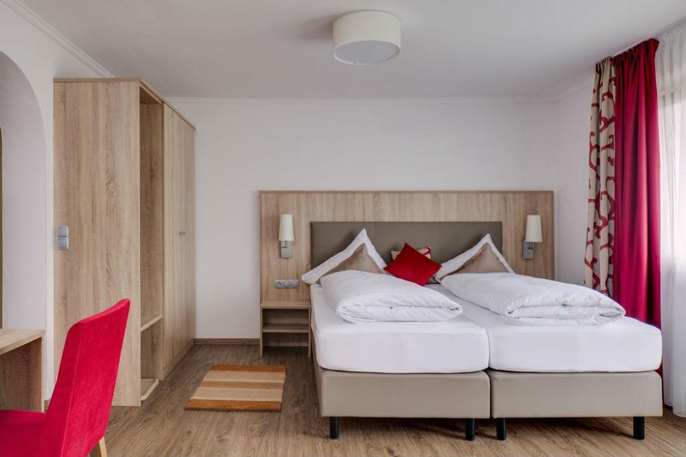 Ein Doppelzimmer im Alpenhotel Fernau in Neustift im Stubaital