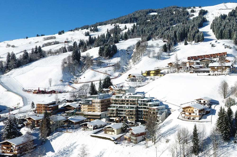 Außenansicht vom Adler Resort in Saalbach-Hinterglemm im Winter