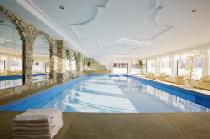 Der Indoor-Pool im Hotel Sonnenburg in Lech am Arlberg