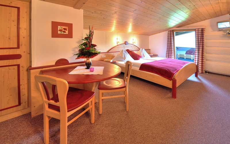 Blick ins Zimmer Klatschmohn der Berghof Pension Wiesfleck in Gries