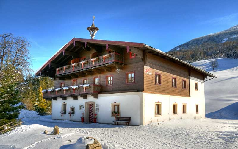 Außenansicht der Berghof Pension Wiesfleck in Gries im Winter