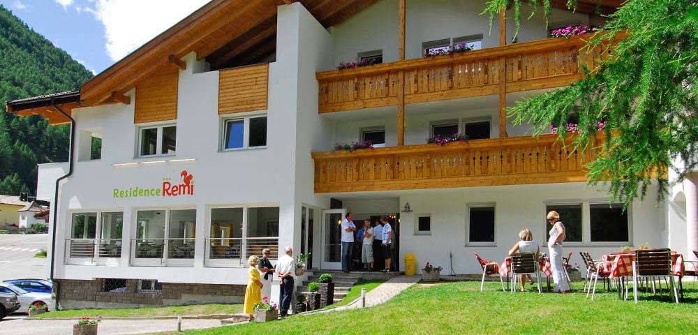 Blick auf die Residence Resi in Schnalstal im Sommer