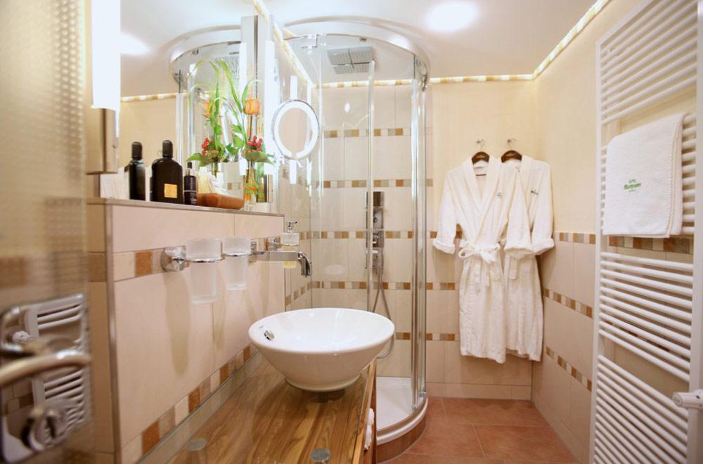 Bad in einem Zimmer des Hotels Sackmann in Baiersbronn