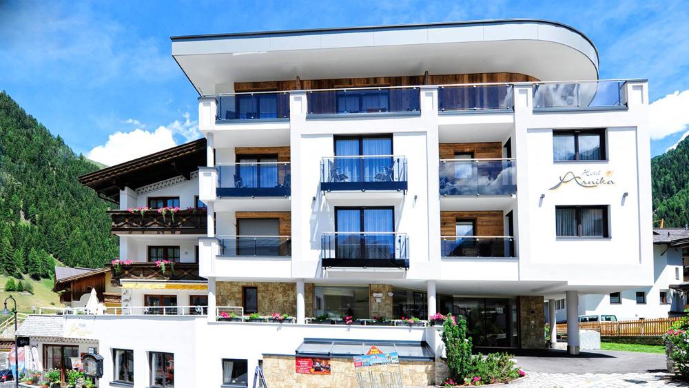 Hotel Arnika in Ischgl im Sommer