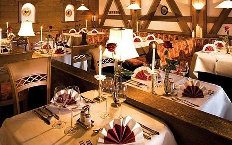 Blick ins Restaurant des Hotels Alte Krone in Mittelberg