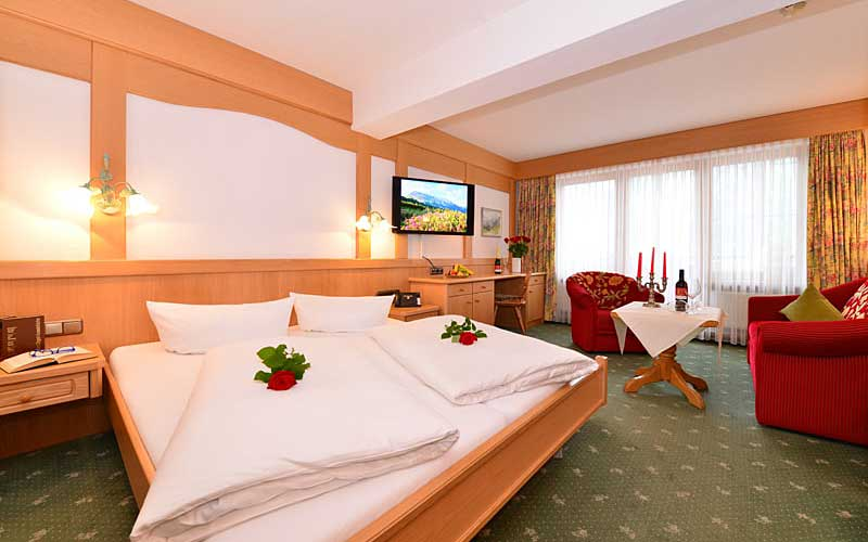 Blick ins Doppelzimer Älplerspitz im Hotel Alte Krone in Mittelberg