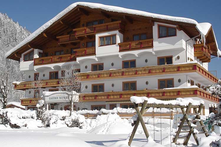 Außenansicht des Hotels Neuwirt in Kirchdorf
