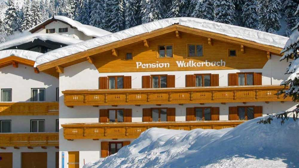 Außenansicht der Pension Walkerbach in Lech am Arlberg