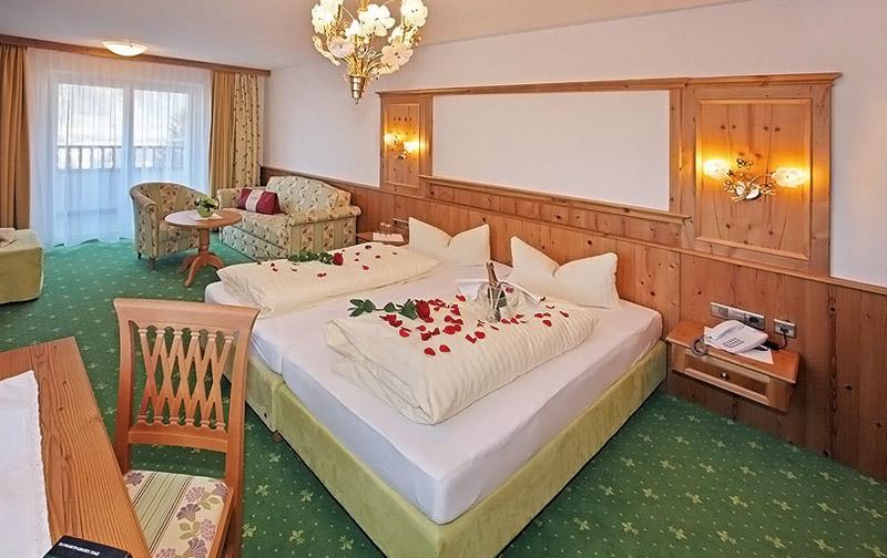 Das Panorama-Zimmer des Hotels Almhof Lackner in Ried im Zillertal
