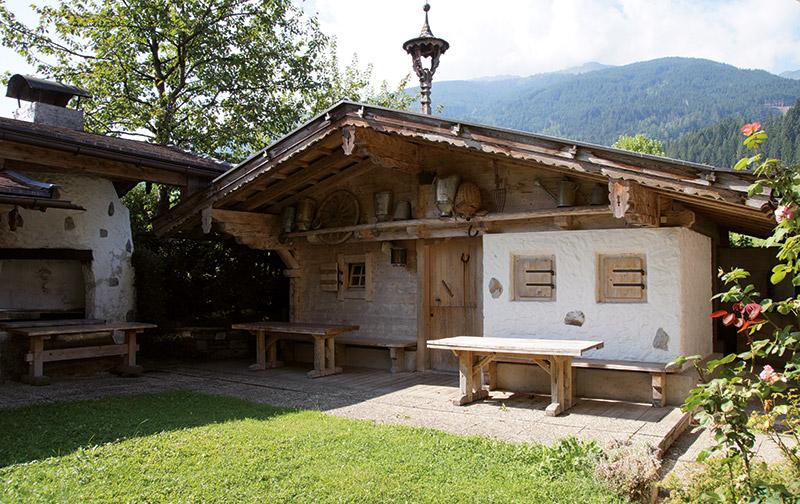 Häuschen im Garten des Hotels Almhof Lackner in Ried im Zillertal