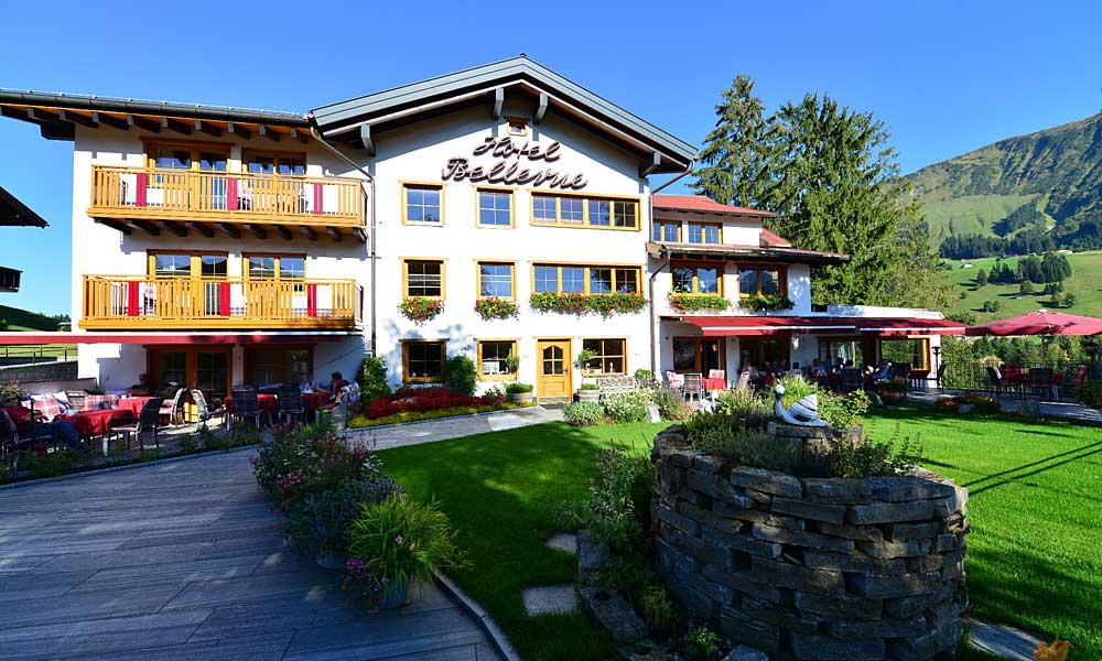 Außenansicht des Hotels Bellevue in Riezlern
