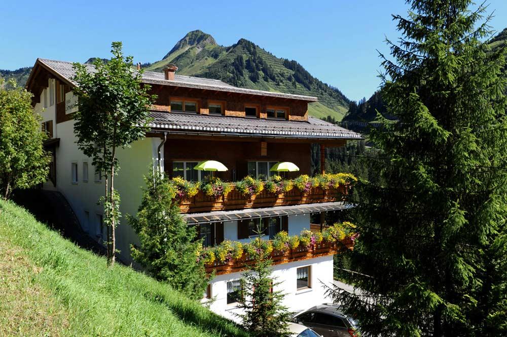 Blick auf das Hotel Sonnalpen in Damüls