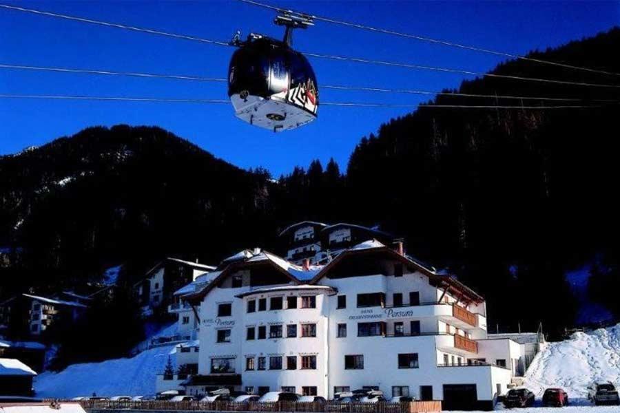 Außenansicht Hotel Persura in Ischgl