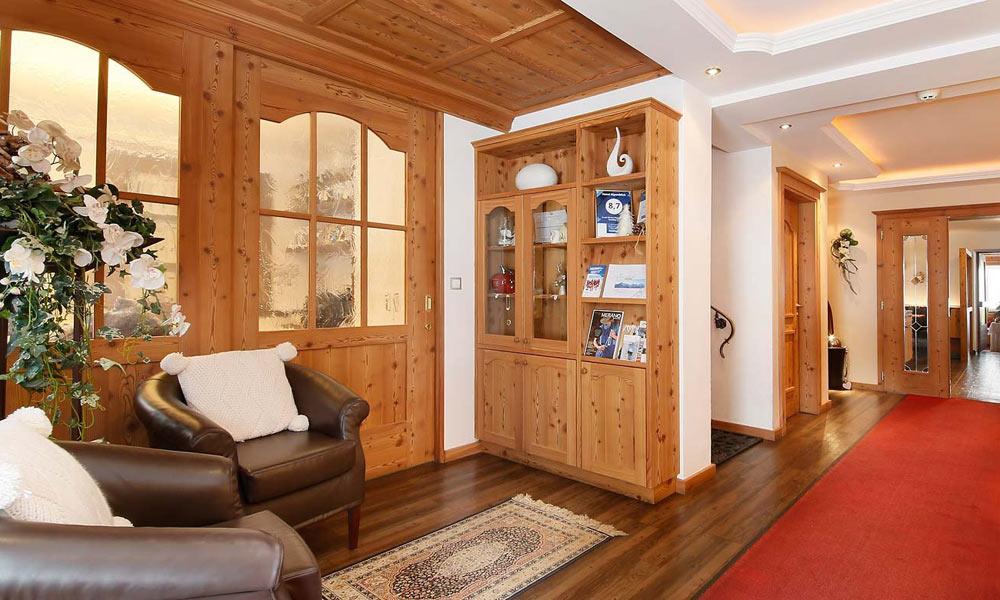 Empfangsbereich im Hotel Alpenblick in Pfelders