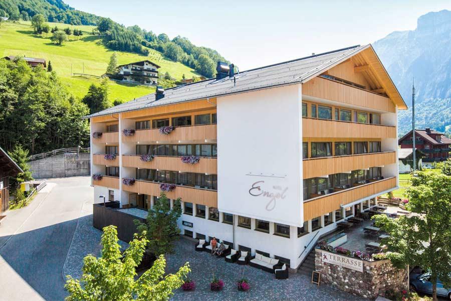 Außenansicht Hotel Engel in Mellau
