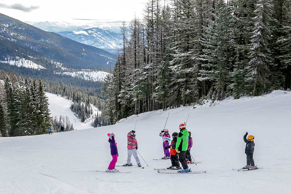 Kinderskischulunterricht im Whitefish Mountain Resort