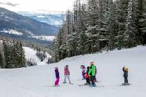 Kinderskischulunterricht im Whitefish Mountain Resort © Whitefish Mountain Resort