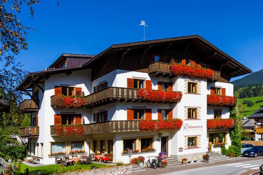 Außenansicht Hotel Dolomiten in Welsberg