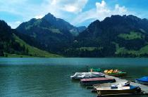 Bootsanleger am Schwarzsee © Earth explorer (Public domain) via Wikimedia Commons