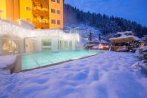 Outdoorpool des Sporthotel Alpenblick in Zell am See