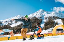 Kind beim Snowbiken in Carezza © Carezza Dolomites/StorytellerLabs