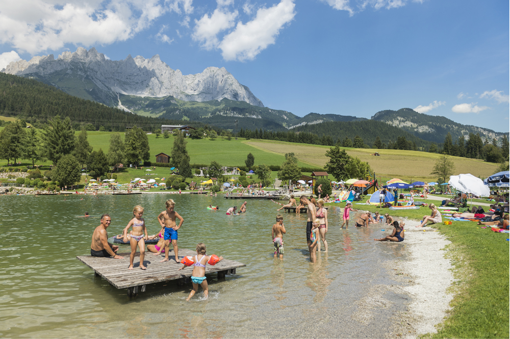 Kinder am Badesee Going
