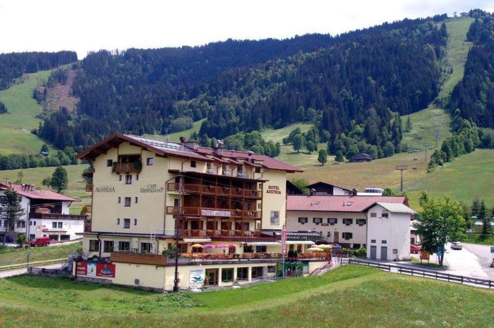 Aussenansicht vom Hotel Austria in Wildschönau im Sommer