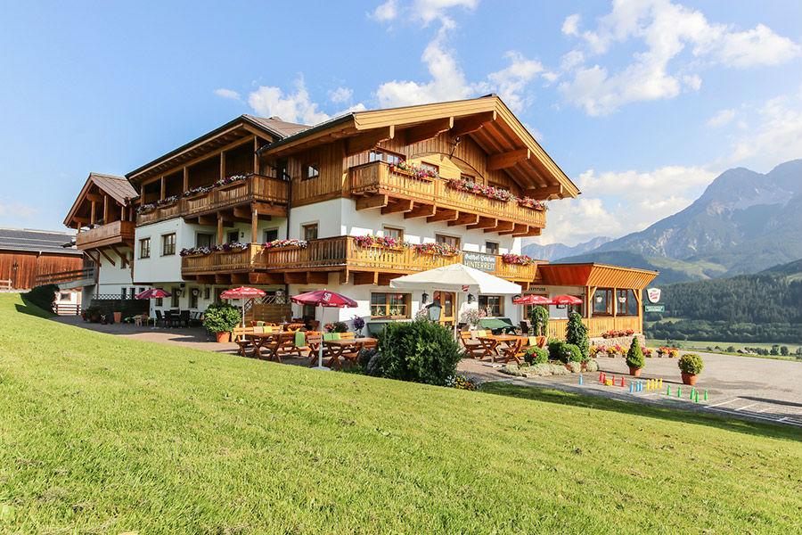 Blick auf den Berggasthof Hinterreit in Maria Alm im Sommer