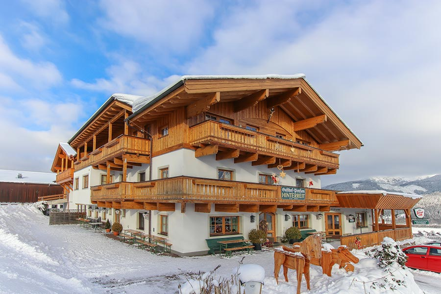 Blick auf den Berggasthof Hinterreit in Maria Alm im Winter
