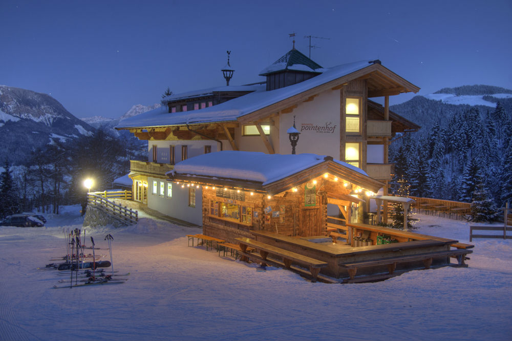 Aussenansicht vom Berghotel Pointenhof im Winter