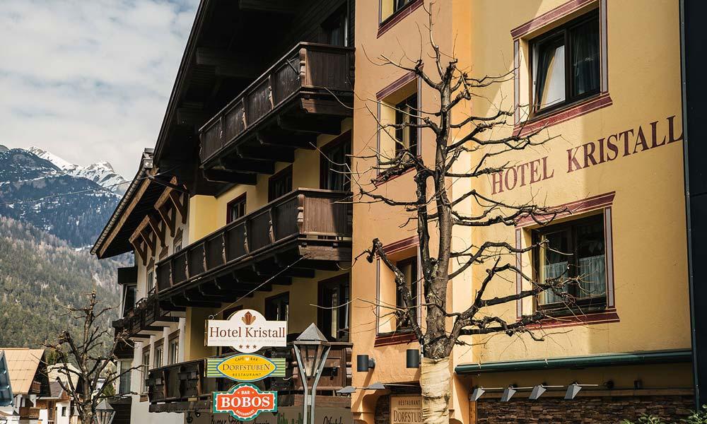 Außenansicht vom Hotel Kristall in St. Anton am Arlberg