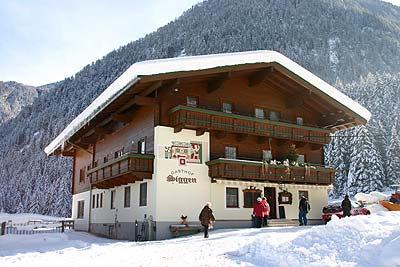 Aussenansicht vom Hotel Gasthof Siggen im Winter