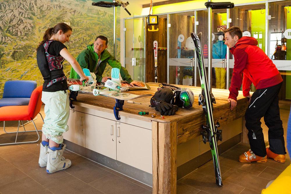 Die Werkbank in jedem Explorer Hotel zum Fitmachen der Sportgeräte