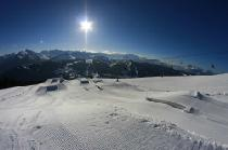 Snowpark in der Sonne © Les Gets
