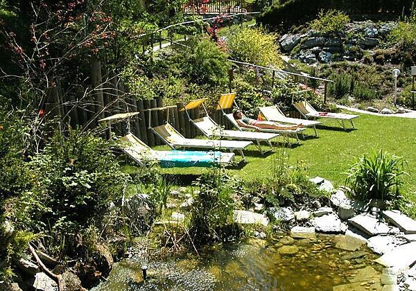 Biotop-im-Garten-Hotel-Alpenblick-Bad Gastein