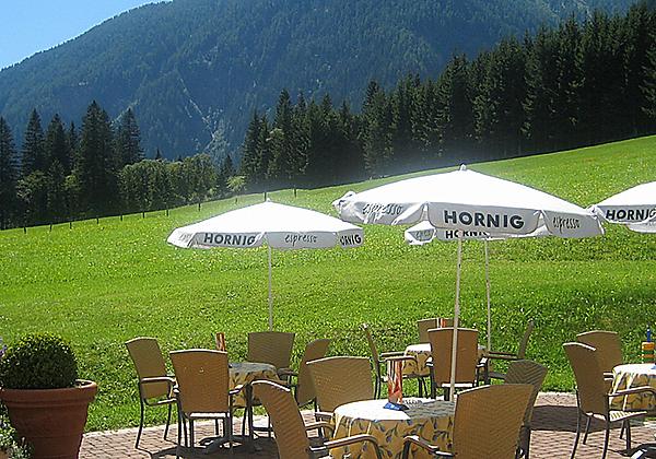Ein Doppelzimmer im Alpenhotel Badmeister in Flattach