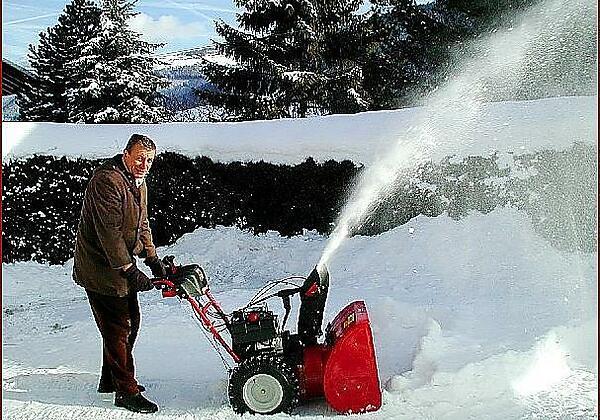 Appartment Praxmarer Gastgeber beim Schneeräumen