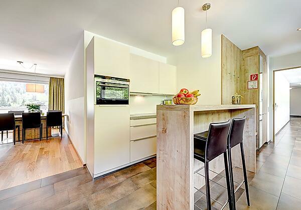 Bergzauber Küche mit Bar - Blickrichtung Esstisch