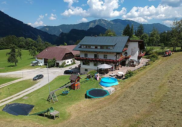 Terrasse & Spielbereich direkt beim Haus