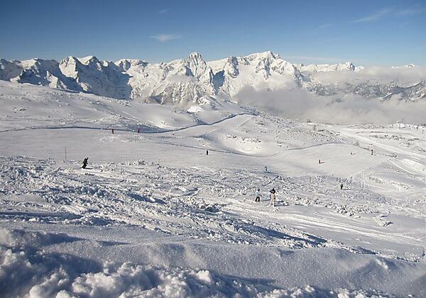 von uns direkten Zugang ins gesamte Skigebiet