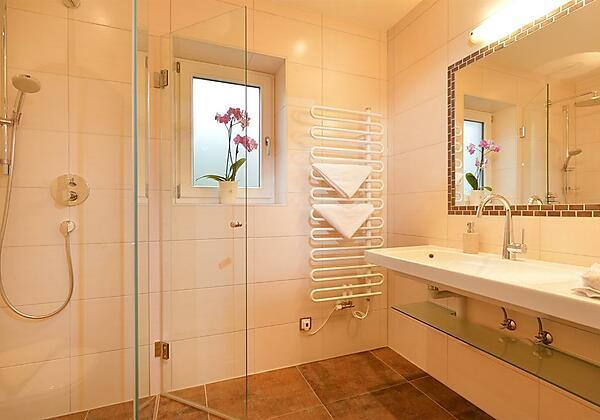 Zimmer Sonneck neu Badezimmer