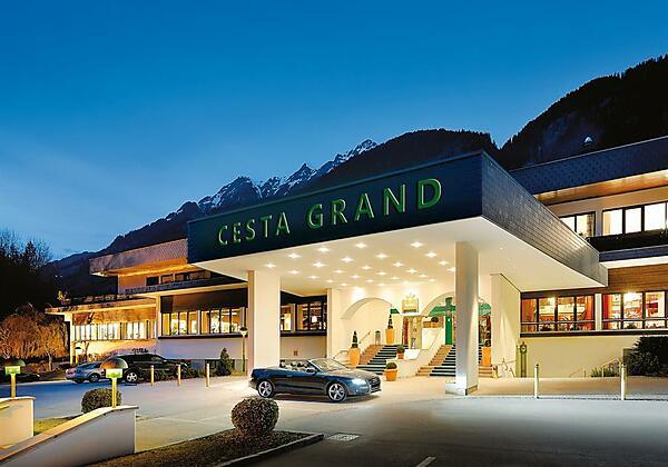 CESTA GRAND_Hoteleingang