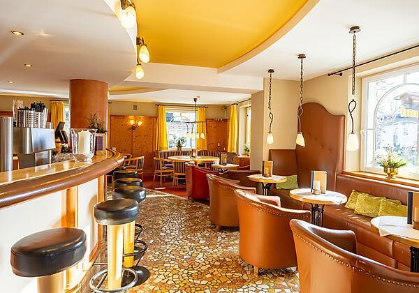 Hotel Der Schütthof im Sommer mit Garten