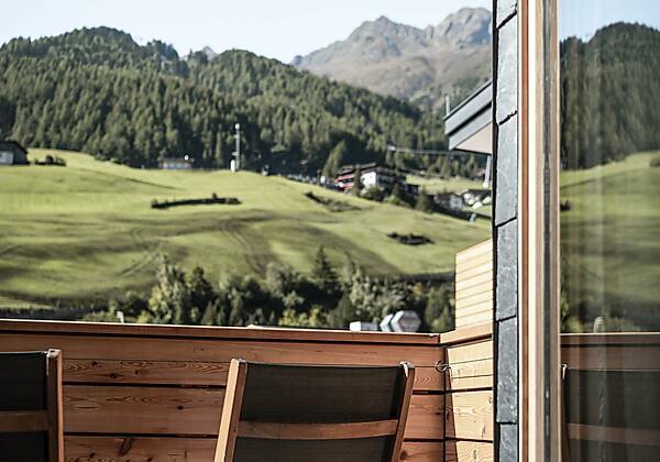 Hotel die Berge Außenansicht abends