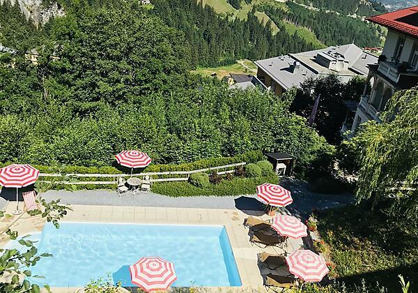 Villa Excelsior Pool von oben