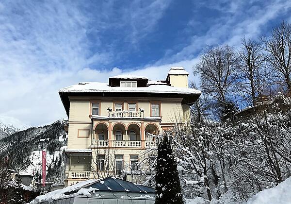 Villa Excelsior Winter Außen