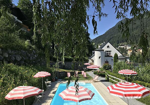 Villa Excelsior Pool vorne